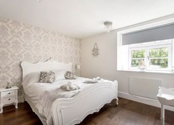 Thumbnail 3 bed flat to rent in Porlock Street, London