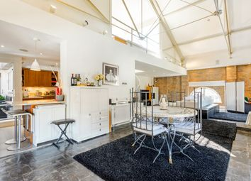 Thumbnail 4 bed flat to rent in East Smithfield, London