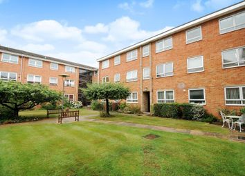 Thumbnail 2 bed flat to rent in Meadow Road, Henley