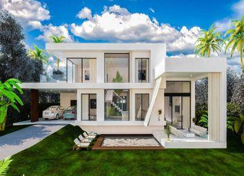 Thumbnail 3 bed villa for sale in Magna Marbella, Estepona, Malaga