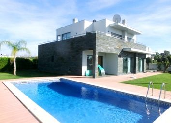 Thumbnail 4 bed villa for sale in Portugal, Algarve, Alcantarilha