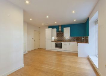 Thumbnail 1 bed flat to rent in South View Avenue, Caversham, Reading