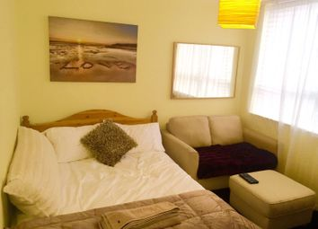 Thumbnail 5 bed town house to rent in Stuart Road, London