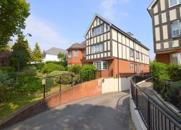 The Avenue, Hatch End, Pinner HA5. 2 bed flat