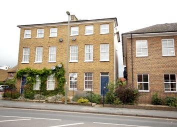 1 bed flat to rent in The Avenue, Egham, Surrey TW20