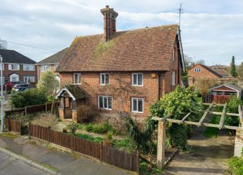The Street, Kennington, Ashford TN24. 3 bed detached house for sale