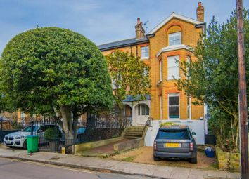 3 bed flat to rent in Royston Road, Richmond TW10