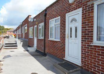 2 bed flat to rent in Woodside Drive, Dartford DA2