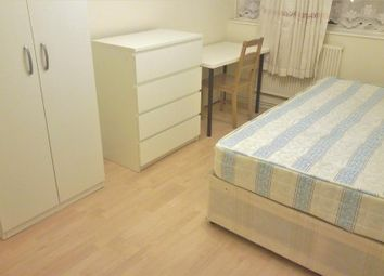 Room to rent in Patmore Estate, Battersea, London SW8
