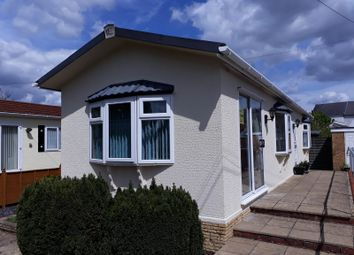 Thumbnail 2 bed mobile/park home for sale in Devon Close (Ref 5473), College Town, Sandhurst, Berkshire