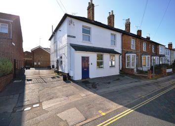 Thumbnail 2 bed flat to rent in Barkham Road, Wokingham