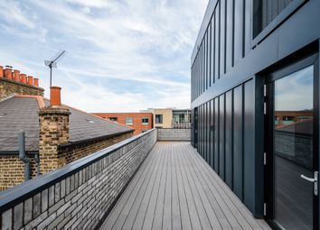 Shore Road, London E9. 3 bed flat for sale
