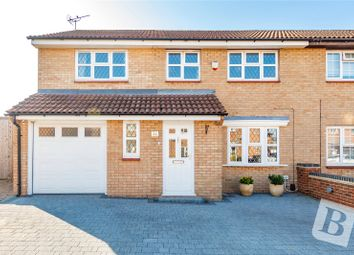 Saunders Close, Northfleet, Gravesend DA11. 4 bed semi-detached house