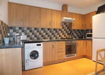 Thumbnail 4 bed flat to rent in Kings Avenue, Clapham