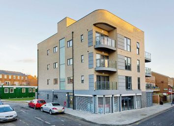 Thumbnail 4 bedroom flat to rent in Boleyn Road, London, Dalston