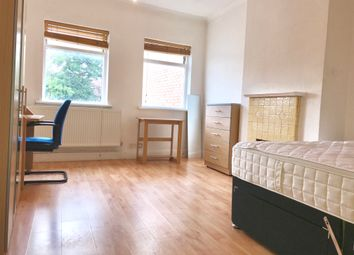 3 bed maisonette to rent in Gunnersbury Avenue, Ealing, London W5