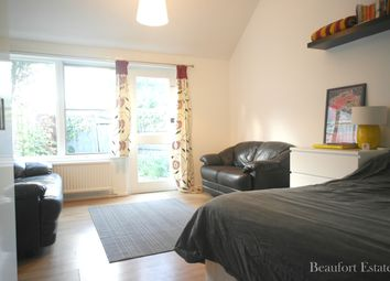 Thumbnail 3 bedroom town house to rent in Burness Close, Islington