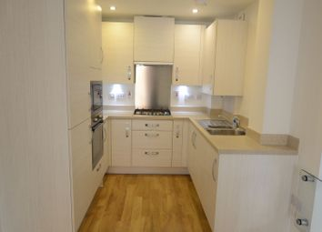 Thumbnail 1 bed flat to rent in Tudor Road, Reading