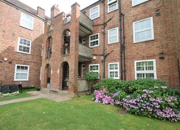 2 bed flat to rent in Manor Court, Aylmer Road, East Finchley N2