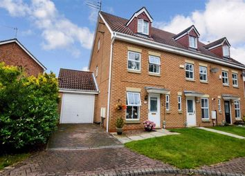 Shilling Close, Kingswood, Hull HU7. 3 bed town house