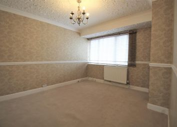 3 bed property to rent in Oval Road North, Dagenham RM10