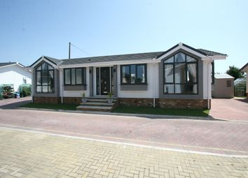 2 bed mobile/park home for sale in Queen Street, Paddock Wood TN12