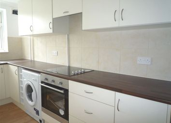 Thumbnail 2 bed flat to rent in Hemdean Road, Caversham, Berkshire