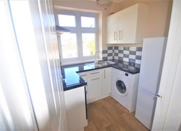 3 bed flat to rent in Mossford Lane, Ilford IG6