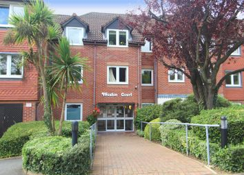 2 bed property for sale in Farnham Close, London N20