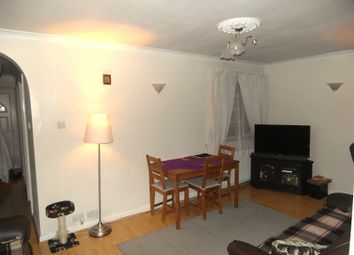 2 bed flat to rent in Frinton Mews, Gants Hill, Ilford, Essex IG2