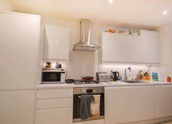 2 bed flat to rent in 2 Morna Road, Camberwell, London SE5