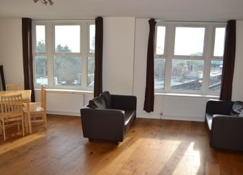 2 bed flat to rent in The Broadway, Woodford Green IG8