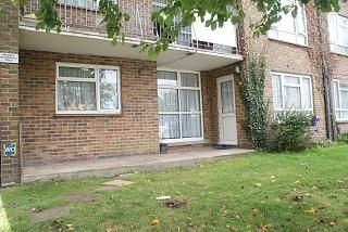 Thumbnail 2 bed flat to rent in Victoria Road, Emsworth