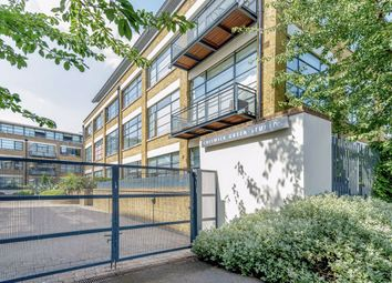 2 bed flat to rent in Evershed Walk, London W4