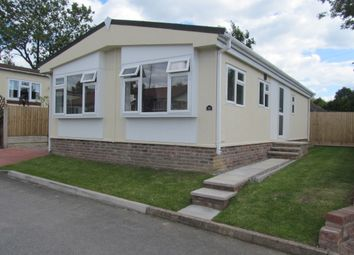 Thumbnail 2 bed mobile/park home for sale in Poplar Drive, Sunningdale Park (Ref 5933), Chesterfield