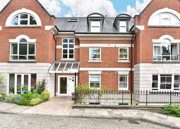 Thumbnail 2 bedroom flat for sale in Shortheath Road, Farnham