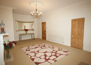 Thumbnail 2 bed flat to rent in Binswood Court, 43 Binswood Avenue, Leamington Spa