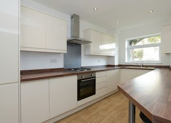 2 bed flat to rent in Waverley Street, Nottingham NG7