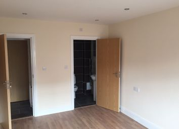 Thumbnail 4 bedroom flat to rent in Whippendell Road, Watford