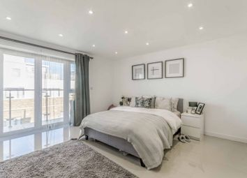 Thumbnail 4 bed flat to rent in Cosmos Apartments, Canary Wharf