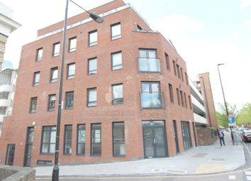 Thumbnail 1 bed flat to rent in Skysail Building, Canary Wharf, London