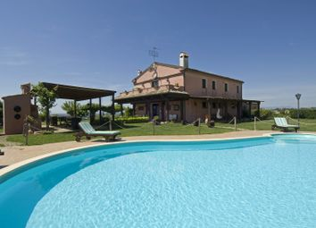 Thumbnail 6 bed farmhouse for sale in Osimo, Osimo, Ancona, Marche, Italy