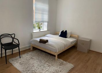 Thumbnail Room to rent in Kingsmead Way, London