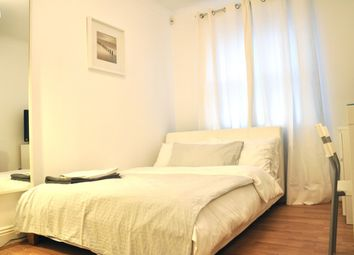 3 bed flat to rent in Leathermarket Court, London SE1