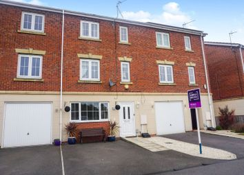 4 bed terraced house for sale in Dovestone Way, Hull HU7