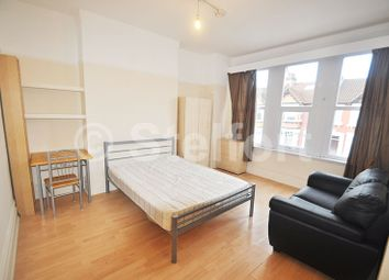 Thumbnail 1 bed flat to rent in Princes Avenue, Finchley Central, North London