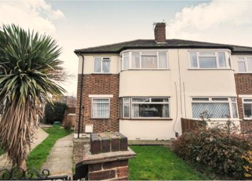 2 bed maisonette for sale in Russell Close, Bexleyheath DA7