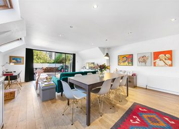 3 bed flat for sale in Munster Road, London SW6