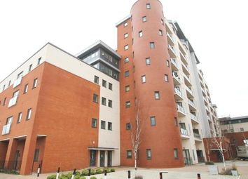 Thumbnail 1 bed flat to rent in Grays Place, Slough