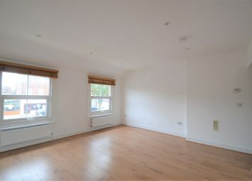 2 bed flat to rent in High Street, Potters Bar EN6